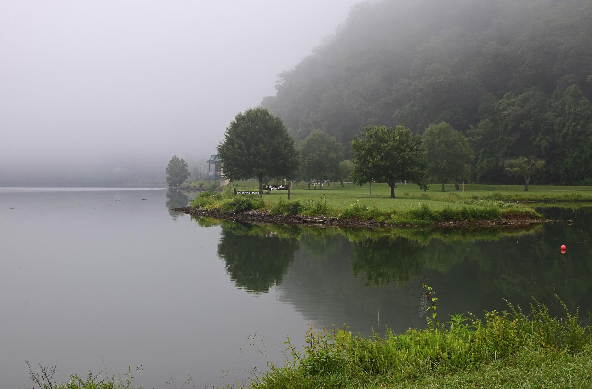 melton-lake-park-in-the-fog-2476264_1920